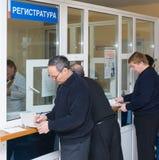 Registro dos voluntários na estação da transfusão, Rússia Fotos de Stock Royalty Free