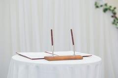 Registro Wedding con la pluma Imagenes de archivo
