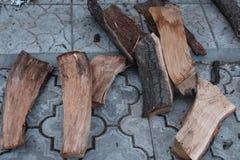 Registros de la madera para la caldera del horno de la casa de la sauna imagenes de archivo
