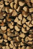 Registros de madeira empilhados (lenha), Imagens de Stock