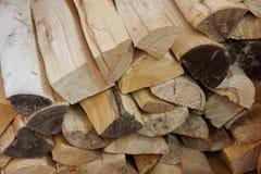 Registros de madera del abedul para el horno y la chimenea Fotografía de archivo