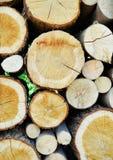 Registros empilados de la madera imagen de archivo