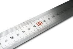 Regla de acero. Visión diagonal. Aislado. Fotos de archivo libres de regalías