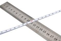 Regla del metal blanco y cinta de medición Fotos de archivo