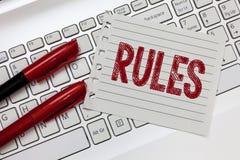 Reglas del texto de la escritura de la palabra Concepto del negocio para la última autoridad del poder del ejercicio sobre área y fotografía de archivo