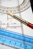 Reglas y cepillo de medición del arte en un papel con el plan Imagen de archivo