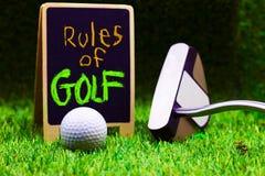 Regler av golf på grön bakgrund Arkivbilder