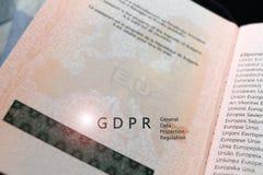Reglering för skydd för allmänna data för GDPR-regleringstext på en översikt av EU för europeisk union på ett pass, med kopiering royaltyfria foton