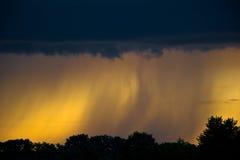 Regn är kommande Arkivfoton