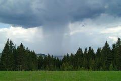 Regn över floden Royaltyfria Foton