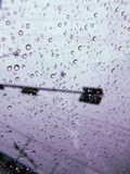 Regn blött fönster royaltyfri foto