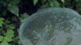 Regn dryper in i hinken lager videofilmer