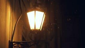Regn för ljus snö för lampgata arkivfilmer