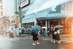 Regn i Tokyo fotografering för bildbyråer