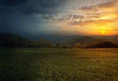 Regn och solnedgång Fotografering för Bildbyråer