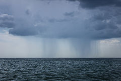 Regn och storm i Blacket Sea Arkivbilder