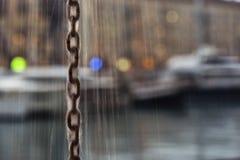 Regn på en kedja Arkivbild