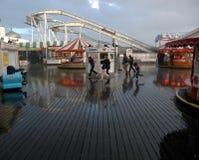 Regn på Brighton Pier Royaltyfri Bild