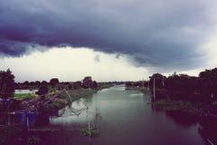 Regn som snart kommer Arkivfoton