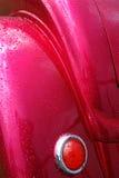 Regn våta varma Rod Car Tail Light och bakre stänkskärm Arkivbilder