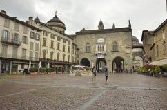 Regna dag i Bergamo Arkivbilder