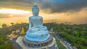 Regna på den stora Buddha för Phuket ` s i solnedgång Fotografering för Bildbyråer