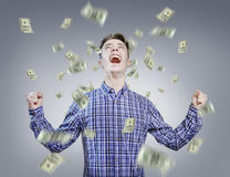 Regna pengar - framgång för ung man fotografering för bildbyråer