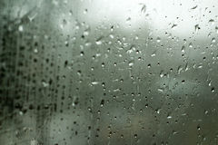 Regna tappar på fönster Royaltyfri Bild