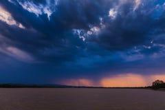 Regna över sjön Arkivbilder