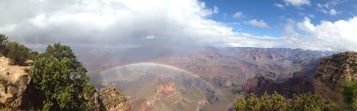 Regnbåge över Grandet Canyon Arkivfoto