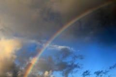 Regnbåge över stormiga himlar Royaltyfri Bild