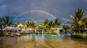 Regnbåge över Sugar Beach Mauritius Royaltyfri Fotografi