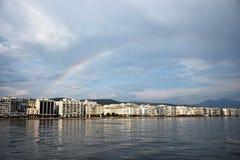 Regnbåge över Thessaloniki fotografering för bildbyråer