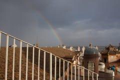 Regnbåge över Vaticanen Arkivbild