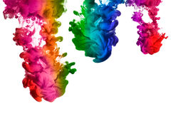 Regnbåge av akrylfärgpulver i vatten. Färgexplosion Arkivfoto