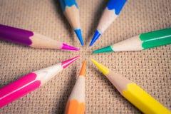 Regnbåge färgade blyertspennor Royaltyfri Fotografi