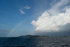 regnbåge för belitungindonesia ö Royaltyfria Bilder