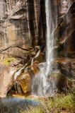 Regnbåge för Yosemite nationalparkvattenfall Royaltyfri Fotografi