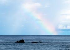 Regnbåge i havet arkivbilder
