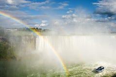 Regnbåge i Niagara Falls Arkivfoto