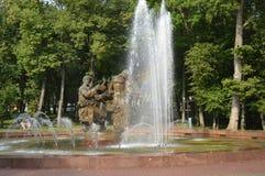 Regnbåge i springbrunnen, Kronshtadt arkivbild