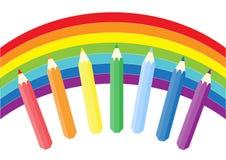 Regnbåge och färgade blyertspennor Royaltyfri Bild