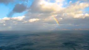 Regnbåge ovanför Rona Island i Skottland stock video