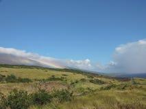 Regnbåge på berget Royaltyfri Bild