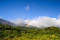 Regnbåge på den Haleakala krater - östliga Maui, Hawaii Royaltyfria Bilder