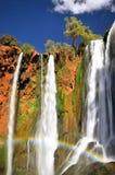 Regnbåge på den Ouzoud vattenfallet, Marocko Arkivbilder