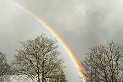 Regnbåge på en regnig dag Arkivbilder