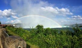 Regnbåge på Niagara Falls royaltyfri bild