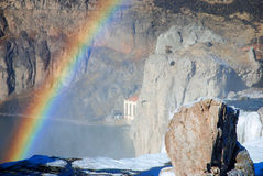Regnbåge på Shoshonenedgångar Arkivbild