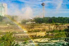 Regnbåge till Kanada över Niagara River, Niagara Falls Royaltyfri Foto